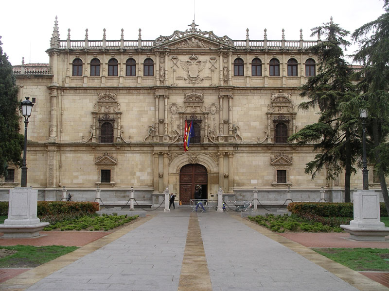 FIGURE 1. Colegio de San Ildefonso (constructed 1537-53 by architect Rodrigo Gil de Honta��n),  University of Alcal�, Spain. Photo courtesy of Wikisource.